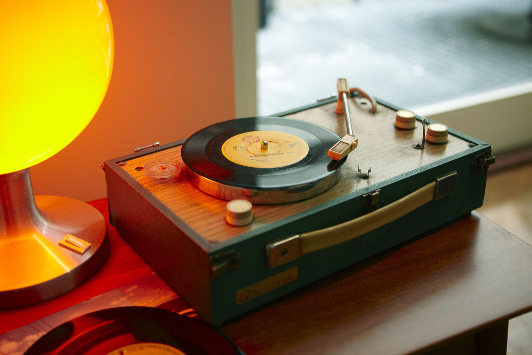 HDinas_Lifestyle_Apartment_Retro_RecordPlayer