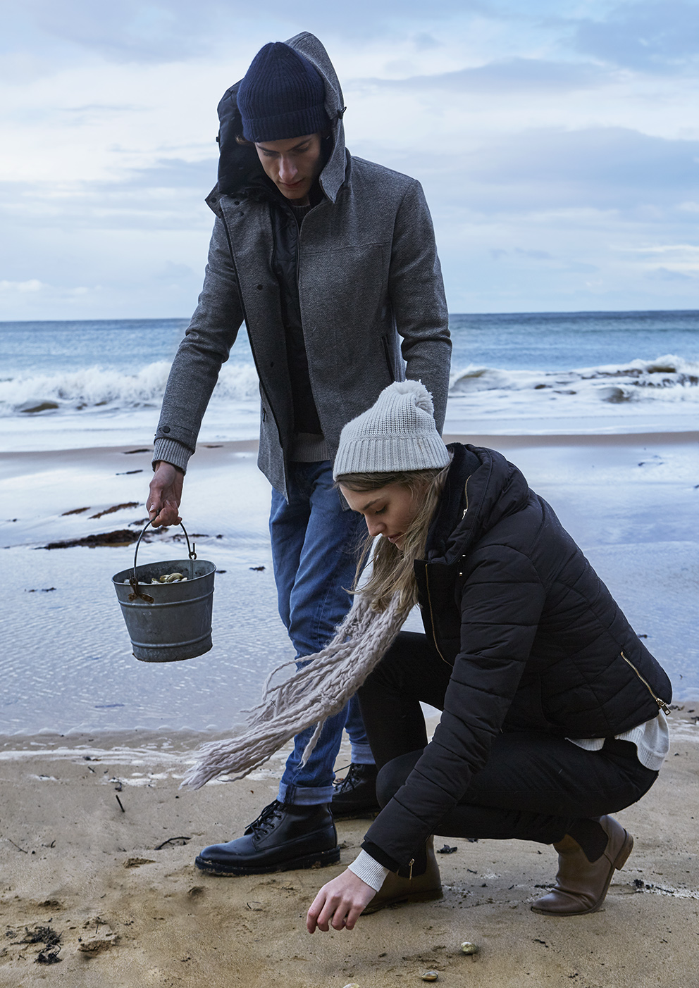 HDinas_Bells_Beach_Picking_Shells